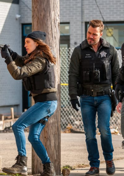 Burgess and Ruzek Working Together - Chicago PD Season 8 Episode 4