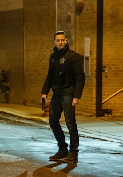 In the Dead of the Night - Chicago PD Season 8 Episode 6