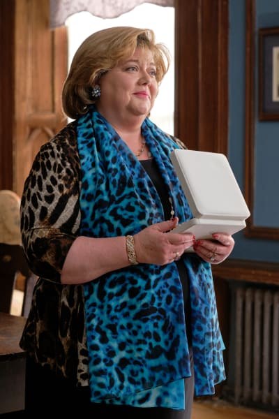 Martha Accepts a Gift - Good Witch Season 6 Episode 10